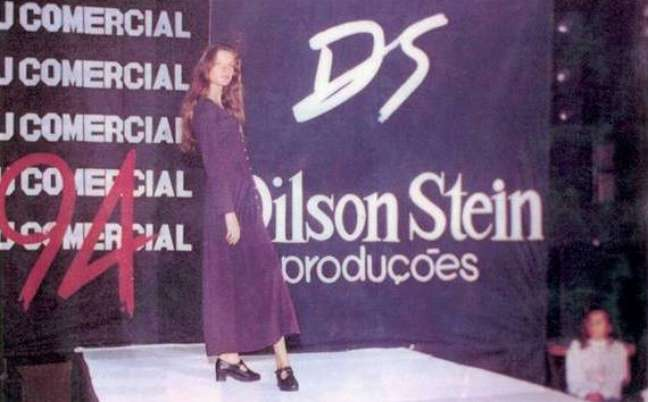 Gisele Bündchen desfilando no Projeto Dilson Steins no ano de 1994