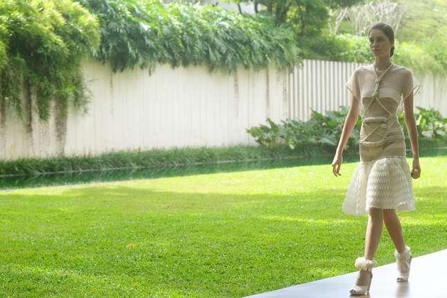 Coleção da estilista Paula Raia foi apresentada em sua própria mansão