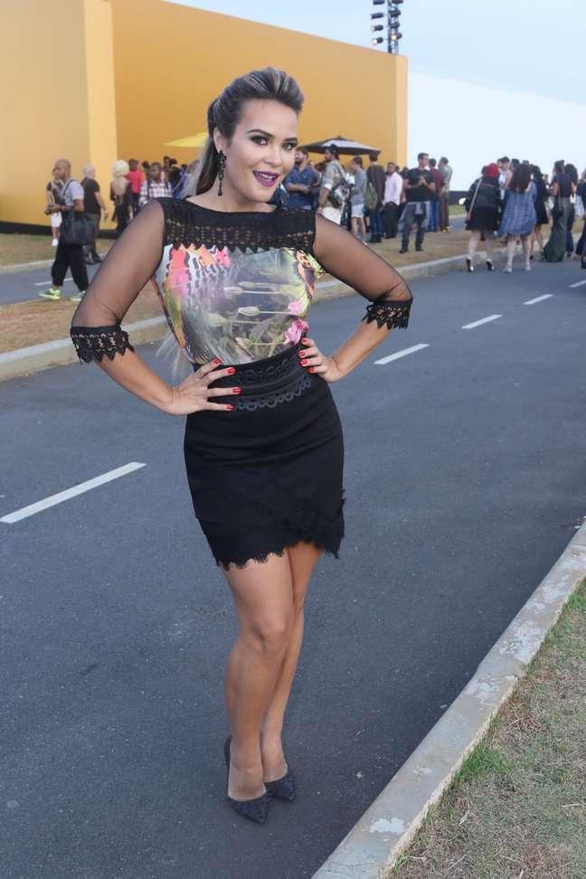 Geisy Arruda circula pelo SPFW no último dia do evento