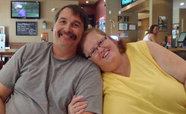 A americana e o segundo marido, o canadense Lance; eles se conheceram no site em que Gayla conversa com homens que admiram mulheres obesas