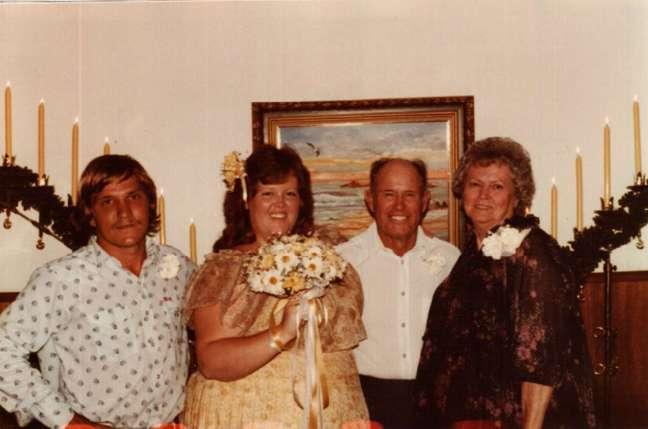 Gayla em seu primeiro casamento aos 19 anos