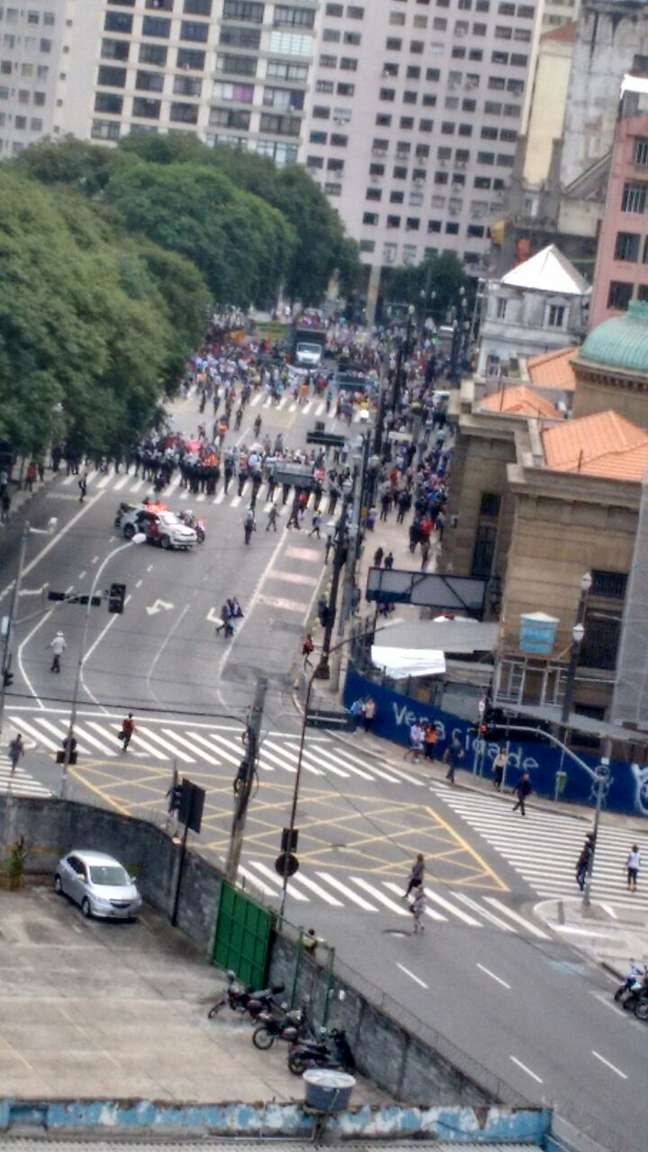 Professores protestam no centro de São Paulo