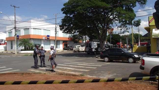 Policia isolou um raio de 50 metros ao redor da agência