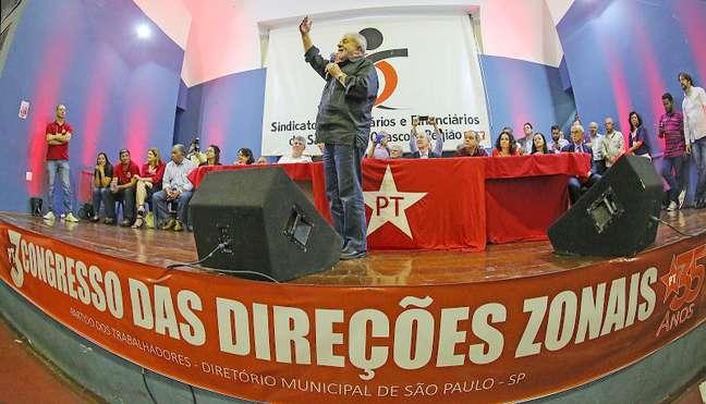 """""""Eu não vim ao mundo para fracassar. O PT não nasceu para fracassar"""", disse Lula em congresso do partido, em São Paulo"""