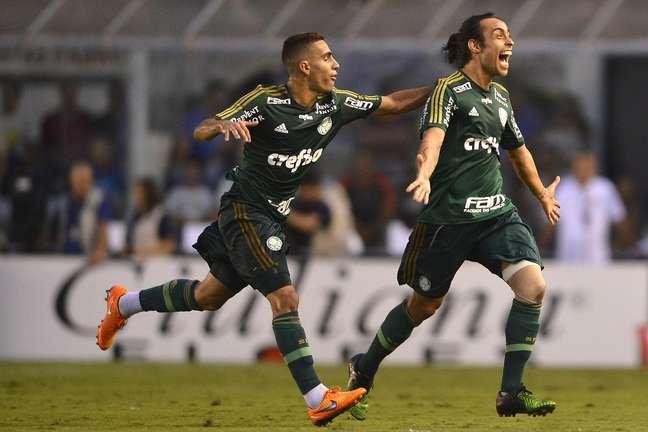 Valdivia deu linda assistência para Lucas diminuir o placar para o Palmeiras