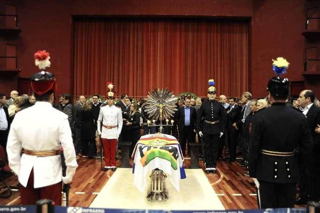 Velório do ex-governador de Santa Catarina acontece no centro de eventos de Joinville