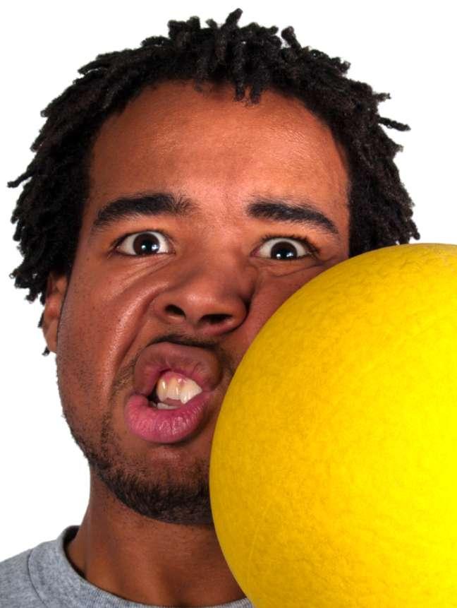 Uma bolada no rosto pode levar à perda dos dentes definitiva. Neste caso, só o implante pode resolver