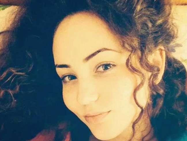 Romena morre eletrocutada ao tentar selfie em cima de trem
