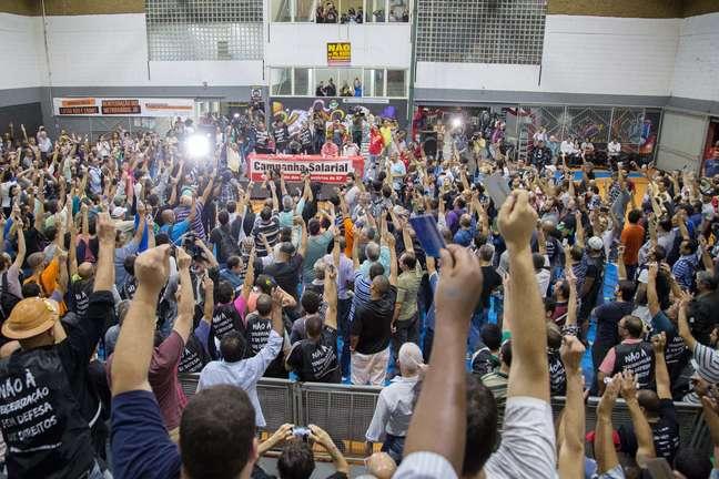 Assembleia dos metroviários na sede do sindicato, no Tatuapé (zona leste de São Paulo); greve será votada novamente na próxima segunda-feira