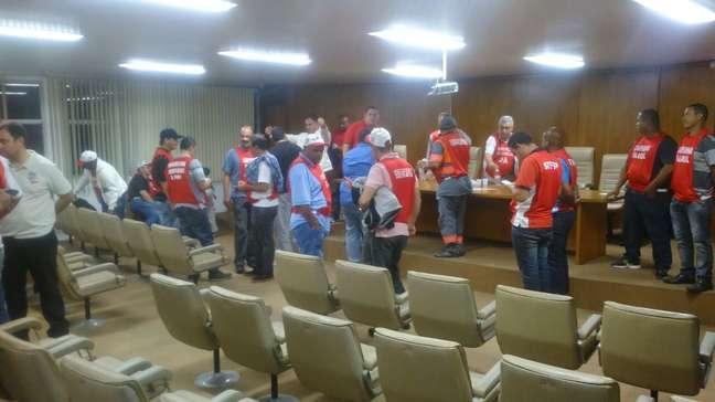 Membros do Sindicato dos Ferroviários de São Paulo realizaram assembleia no centro da capital