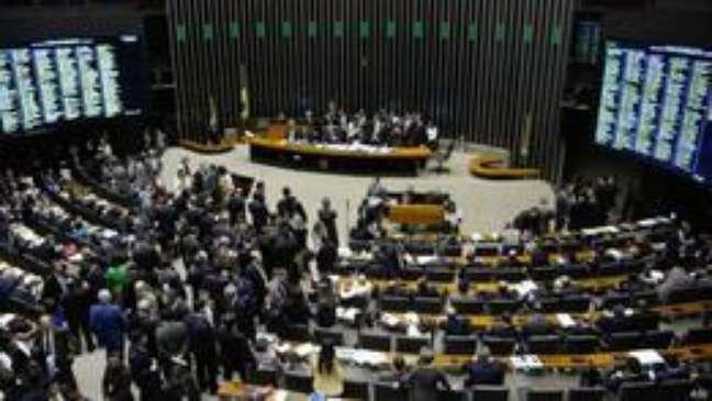 Câmara aprova redução da idade mínima de deputado e senador