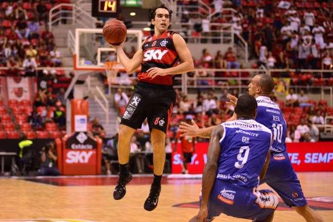 Flamengo dominou os rivais na Arena HSBC e venceu sem muitos problemas