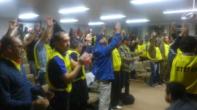 Em assembleia, ferroviários decidiram pela greve