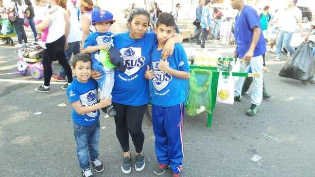 Tais Silva foi com os filhos à Marcha para Jesus; ela pede que o irmão,desaparecido há sete meses, volte para casa