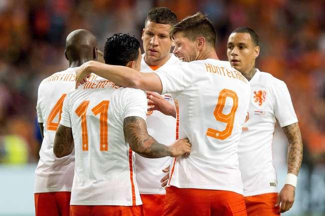 Huntelaar foi destaque no jogo, mas não evitou derrota da Holanda