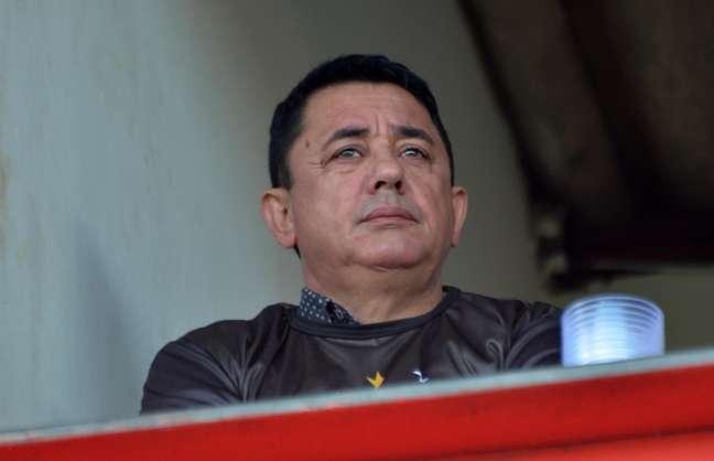 Pai de Cristiano Araújo assistiu à partida válida pela Série C do Brasileiro das tribunas