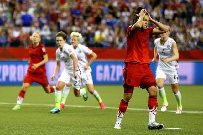 Alemã Sasic perdeu pênalti quando o jogo estava empatado por 0 a 0 ainda no 2º tempo
