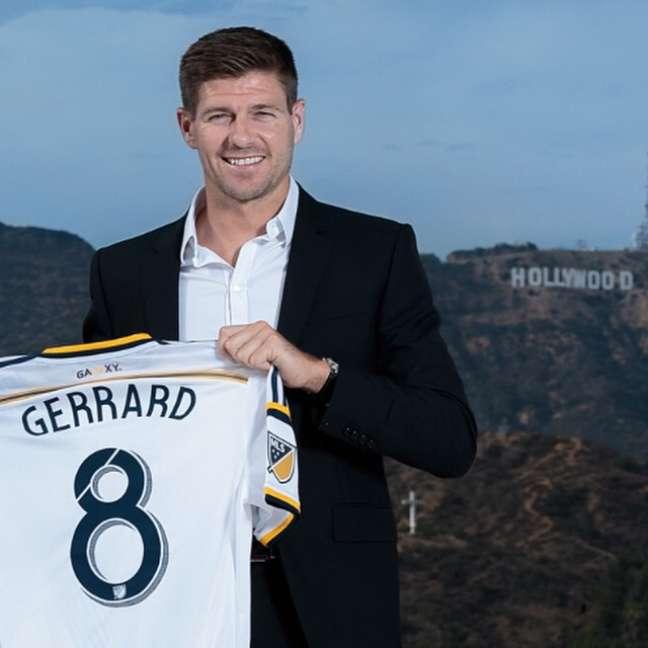 Gerrard quando apresentado pelo Los Angeles Galaxy; vitória na estreia