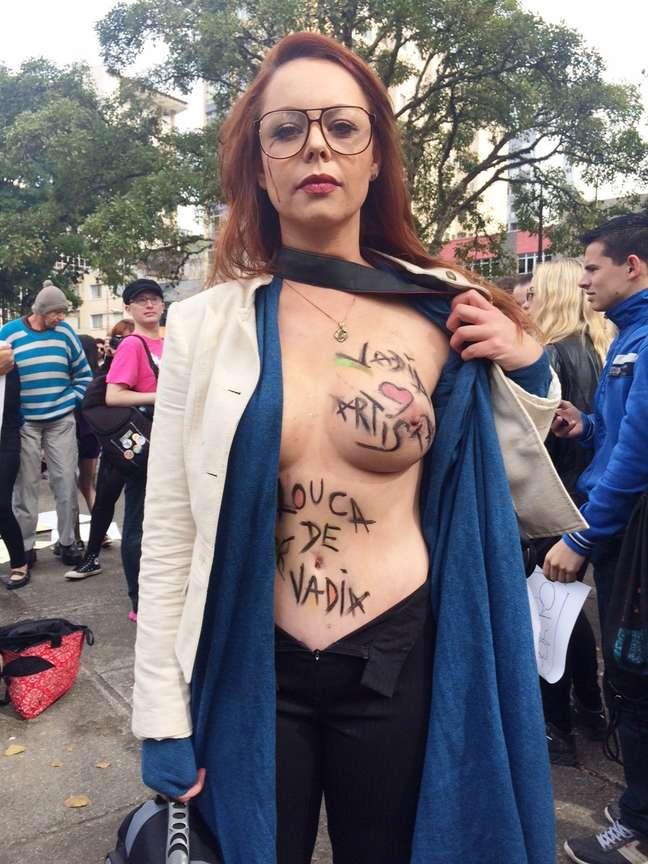 """Ao grito de """"vem para a rua contra o machismo"""", mulheres curitibanas promoveram no final da manhã deste sábado"""