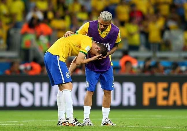 Daniel Alves ficou no banco de reservas durante o 7 a 1 da Alemanha sobre o Brasil