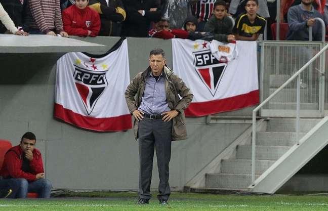 Juan Carlos Osorio rasgou elogios a Alexandre Pato
