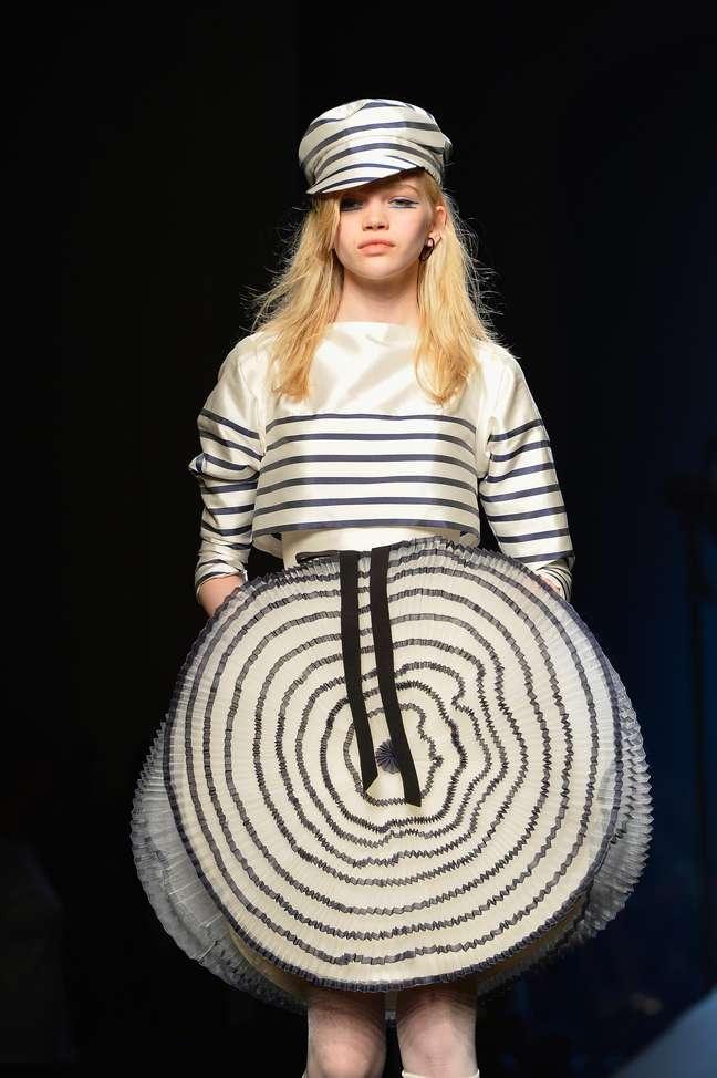 Jean Paul Gautier reeditou suas clássicas listras de marinheiro como origamis: moda para sonhar
