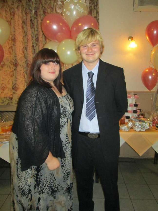 Em 2013, Emily Case com 146 kg, ao lado do namorado, Jamie Jones