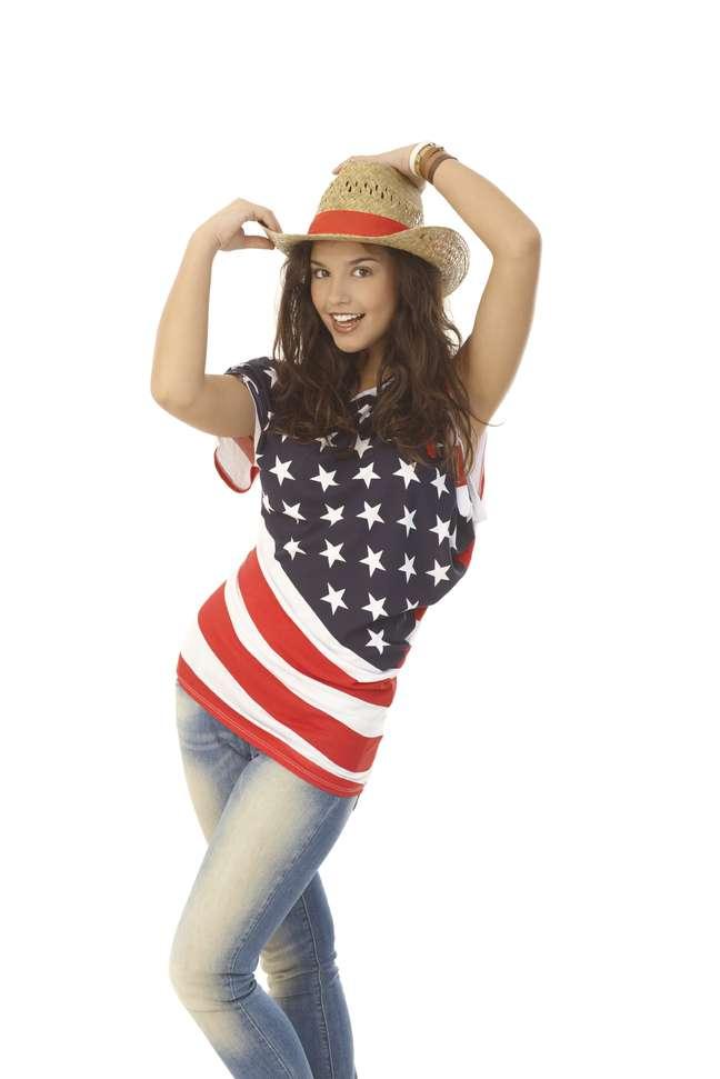 Camisetas estampadas com as bandeiras de outros países, em especial Estados Unidos e Inglaterra, eram comuns nos anos 90