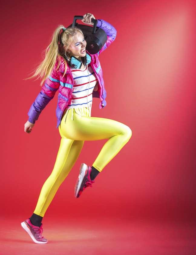 Calças legging coloridas eram uma moda quase que obrigatória nos anos 80