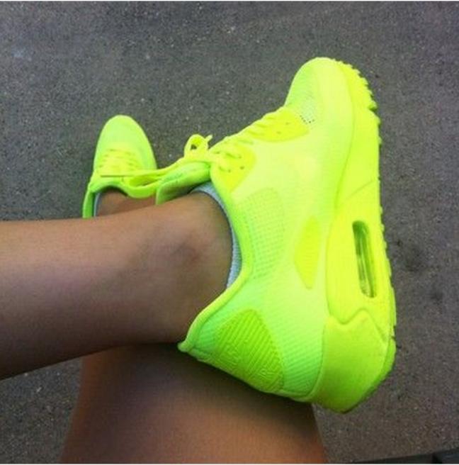 Tênis neon já foi moda nos anos 90