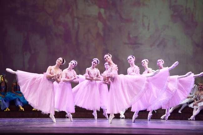 Apresentação da Escola do Teatro Bolshoi no Brasil