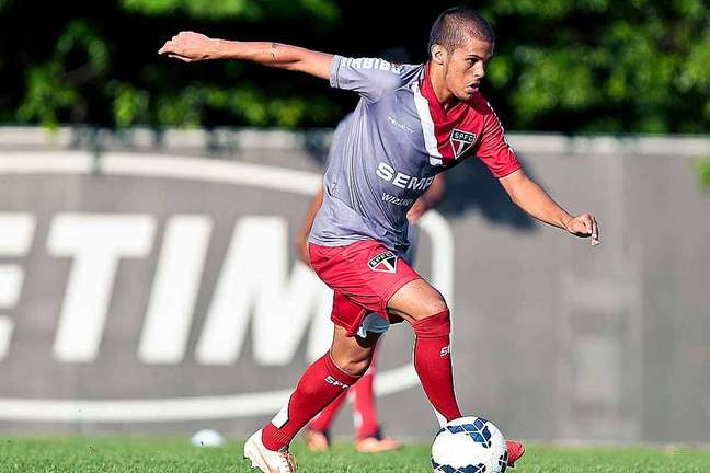Auro não tem sido aproveitado no time principal do São Paulo