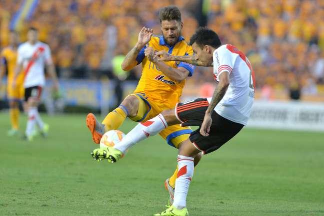 Rafael Sobis teve chance clara de gol no primeiro tempo, defendida por Barovero
