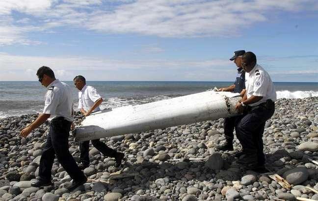 """Grupo de parentes dos passageiros do voo da Malaysia Airlines disse que espera uma análise mais """"conclusiva"""" sobre os destroços encontrados"""