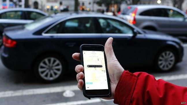 Formas de regulamentar o Uber e serviços parecidos são discutidas em vários países e cidades
