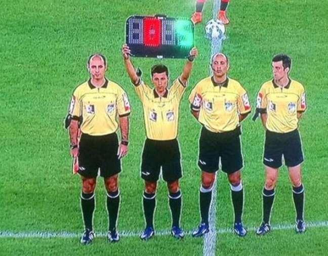 Protesto dos árbitros no Maracanã antes de partida entre Flamengo e Atlético-PR