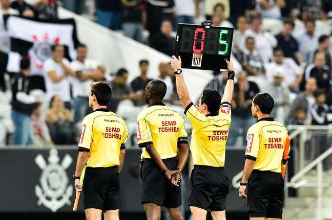 Protesto dos árbitros na Arena Corinthians antes da vitória corintiana em cima do Sport