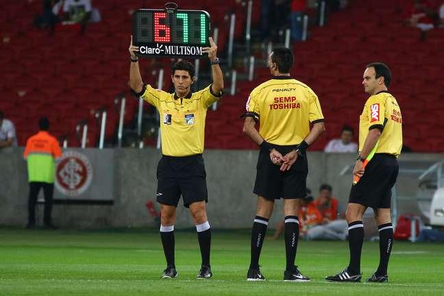 Única placa diferente entre os jogos foi no Beira Rio, os árbitros preferiram mostrar os números 671 (em referência ao número da MP) para que os 0,5 não pareça provocação à goleada sofrida pelo Internacional