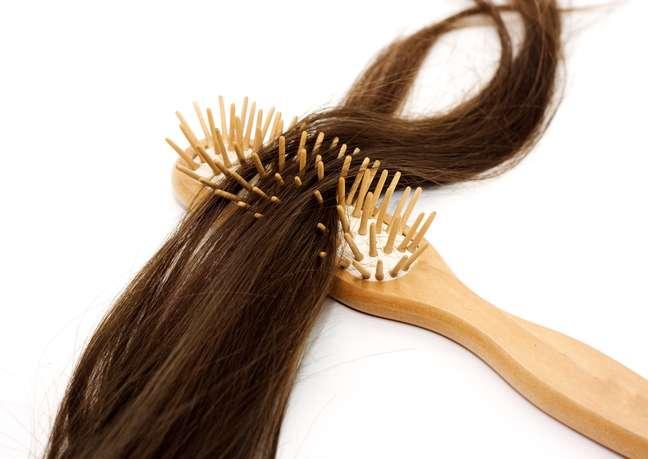 Cliente que perdeu fios de cabelo depois de passar por relaxamento capilar deve ser indenizada