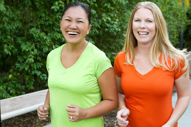 Praticar exercícios físicos ajuda a combater a flacidez.