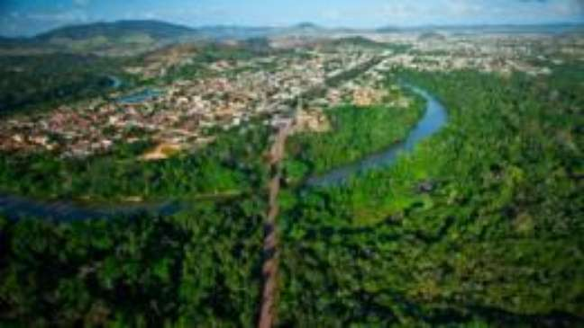 Rodovia que une a área urbana de Parauapebas, no Pará, e a Floresta Nacional de Carajás; país tem mais de 15,5 mil km de estradas cortando unidades de conservação