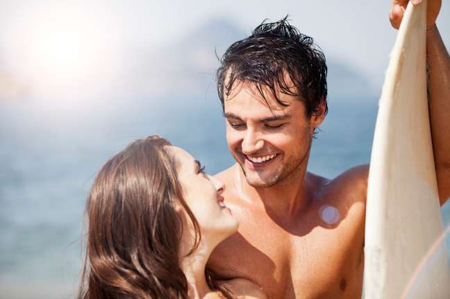 Cancerianos adoram programas românticos.
