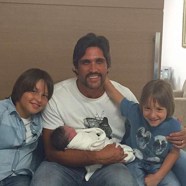Léo com os filhos Matheus, José e Antônio