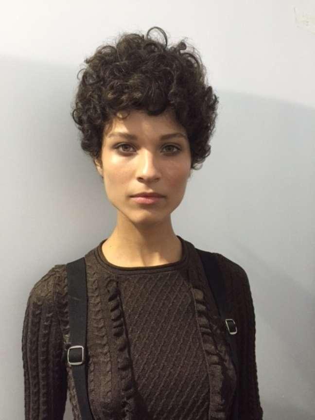 Mercado da moda internacional abre as portas para a modelo brasileira após corte curto