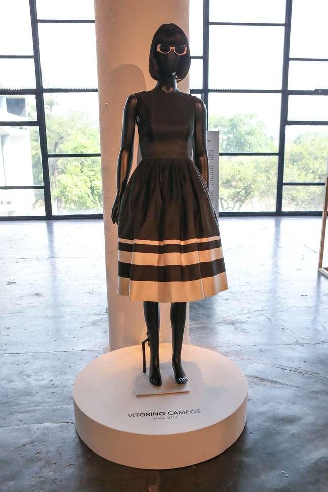 Mostra reúne composições de grifes renomadas que marcaram os 20 anos do São Paulo Fashion Week
