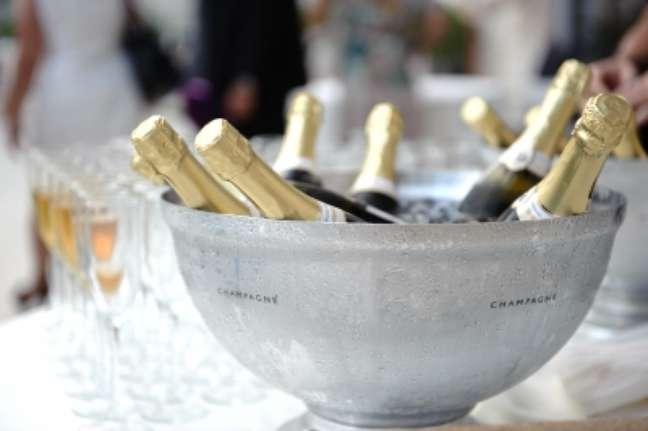 Festas de casamento, formaturas, aniversários, são sempre datas únicas, por isso é importante muita atenção na hora de contratar bufês e prestadores de serviços para essas comemorações
