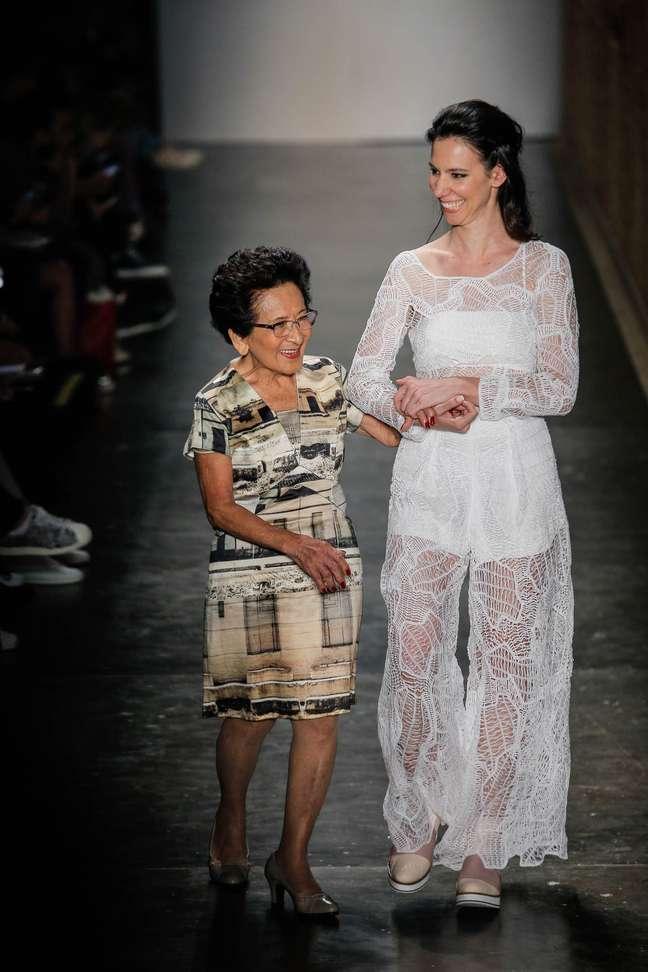 Avó da estilista, Michiko Yamanish, 83 anos, também entrou na passarela do SPFW