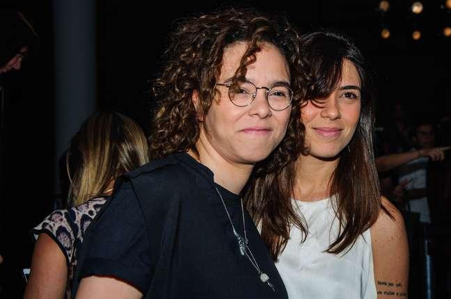 Maria Gadú e Luna Leça assistiram ao desfile da Ratier