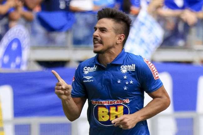 Willian, que tem ficado no banco do Cruzeiro, é um dos alvos do São Paulo para a temporada 2017