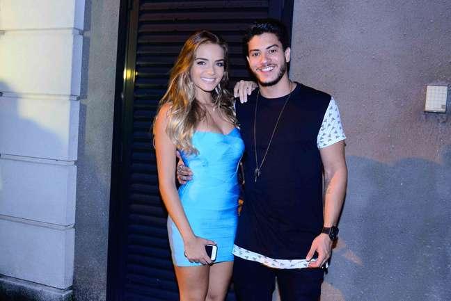 Arthur Aguiar e Camila Mayrink compareceram na festo do apresentador Faustão